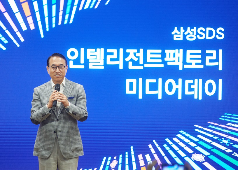 Samsung SDS President & CEO,  Dr. WP Hong is welcoming people to the event.