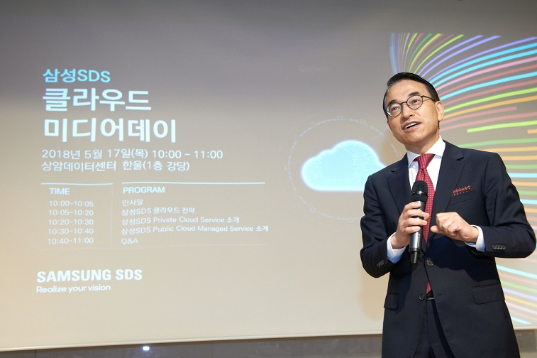Samsun SDS CEO Won-Pyo Hong is welcoming people to the event.