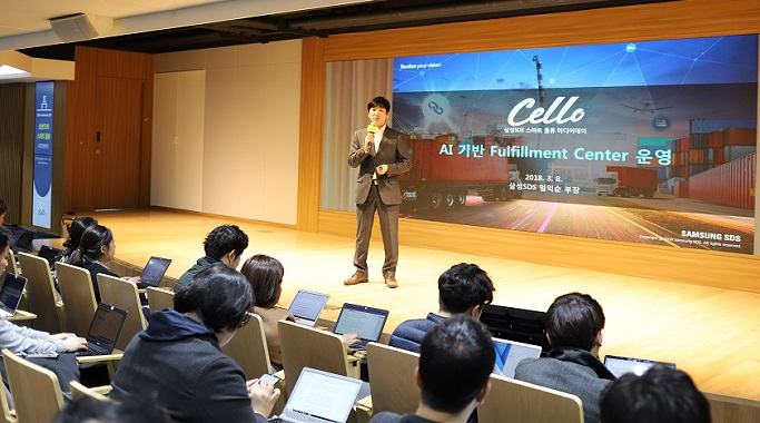 The Strategic Business Team manager Lim-ik Soon, presenting the AI-based Fulfillment Center operations