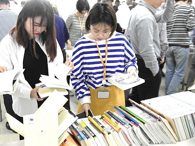 SDS China (SDSC), showing interest in donated items in the bazaar