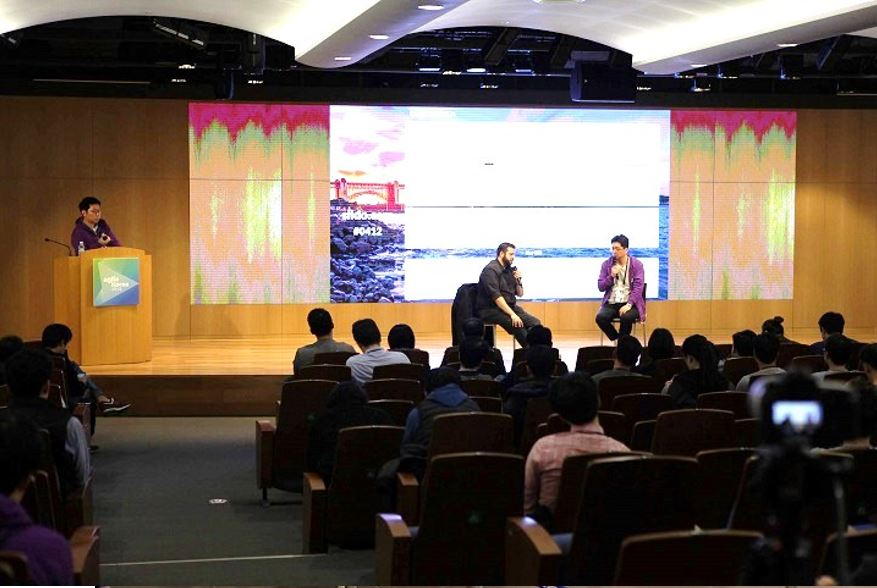 Keynote speaker Ahmed Sidky from RioGames during the Q&A session; (right) ACT Group Leader, Hubert Shin moderating the session  © copyright 2018 Agile Korea Conference