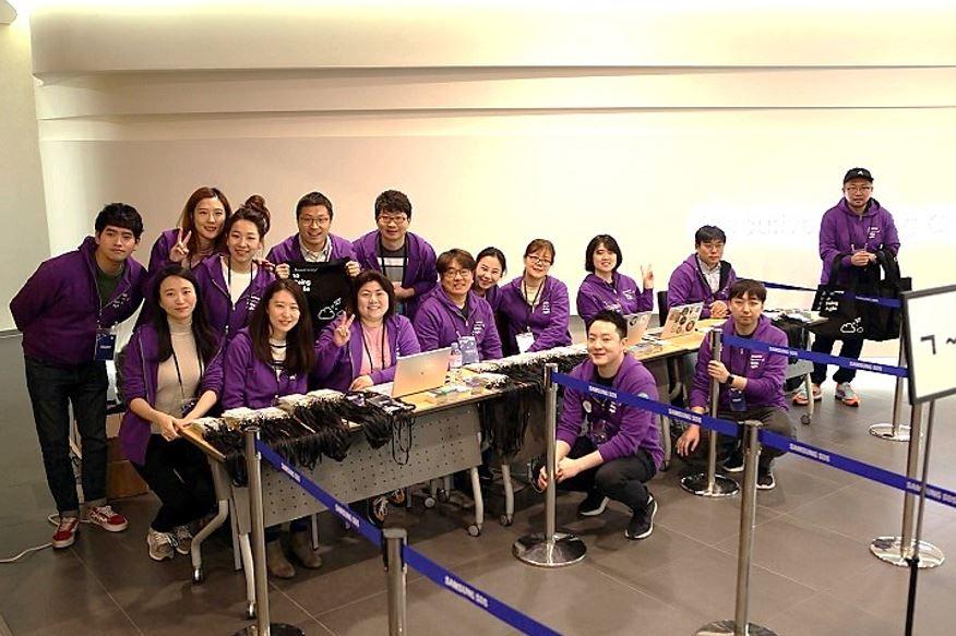 Staff members greatly contributed to the success of Agile Korea 2018  © copyright 2018 Agile Korea Conference