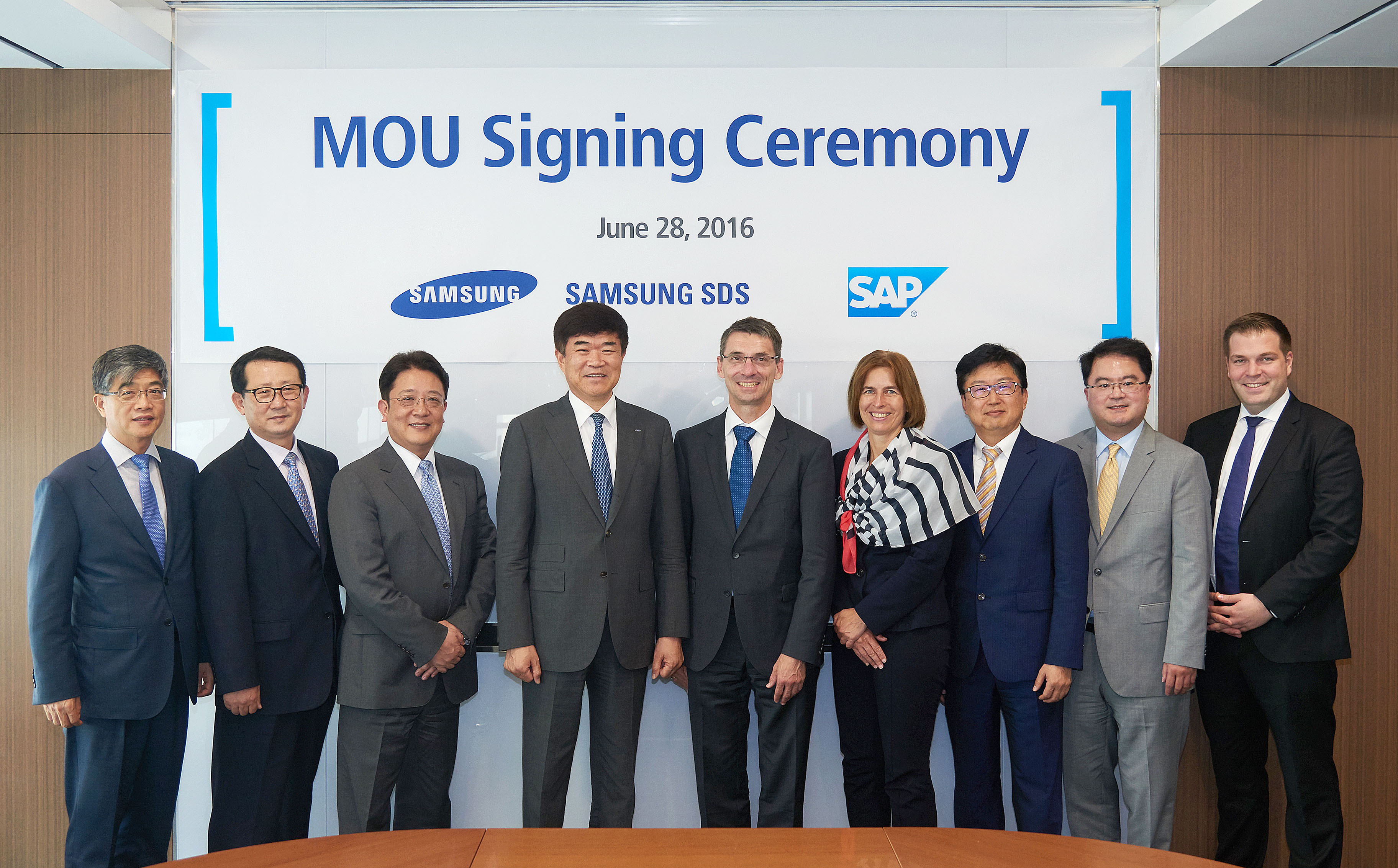 Signing MOU between Samsung SDS and SAP.