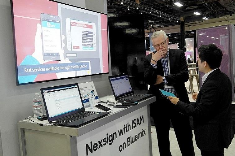 삼성SDS 임직원들이 IBM 인터커넥트(InterConnect) 2017에서 자사 솔루션을 선보이고 있다.