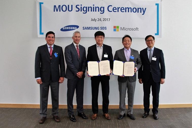 마이크로소프트 고순동 대표를 포함한 임원진 및 삼성SDS 정유성 대표의 MOU 체결 후 단체 사진 촬영