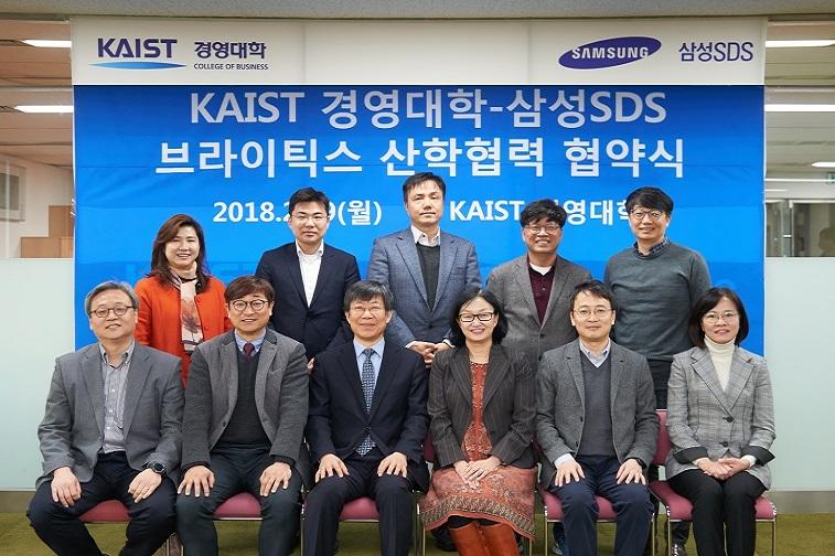 삼성SDS는 6일 춘천시 칠전동에서 홍원표 대표를 비롯 주요 관계자들이 참석한 가운데 춘천 데이터센터 기공식을 개최했다.