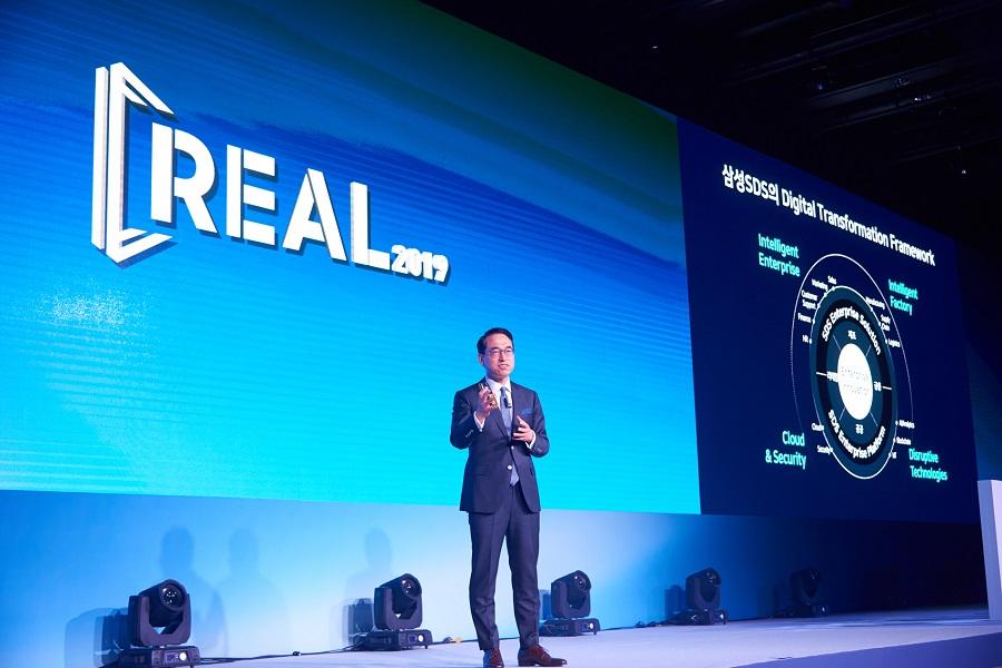 삼성SDS 대표이사 홍원표 대표이사(사장)가 8일 서울 신라호텔에서 개최된 'REAL 2019'에서 'Digital Transformation in the Real World' 주제로 첫 번째 기조연설을 하고 있다
