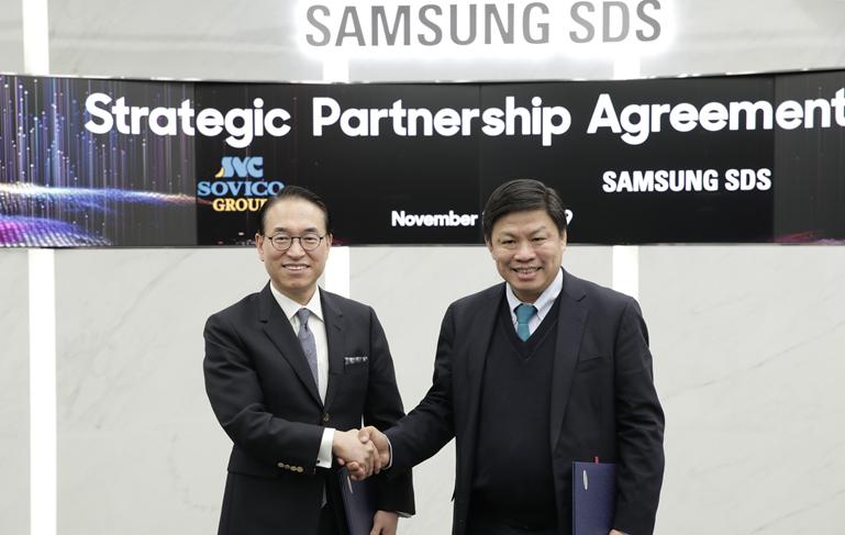 삼성SDS 홍원표 대표이사(사진 왼쪽)와 소비코 그룹 응웬 탄 훙(Nguyen Thanh Hung) 회장(사진 오른쪽)이 지난주 삼성SDS 잠실캠퍼스에서 디지털 트랜스포메이션 지원 및 물류 혁신을 위한 사업협약을 체결하고, 워크숍을 진행하며 양사 협력 분야를 집중 논의했다