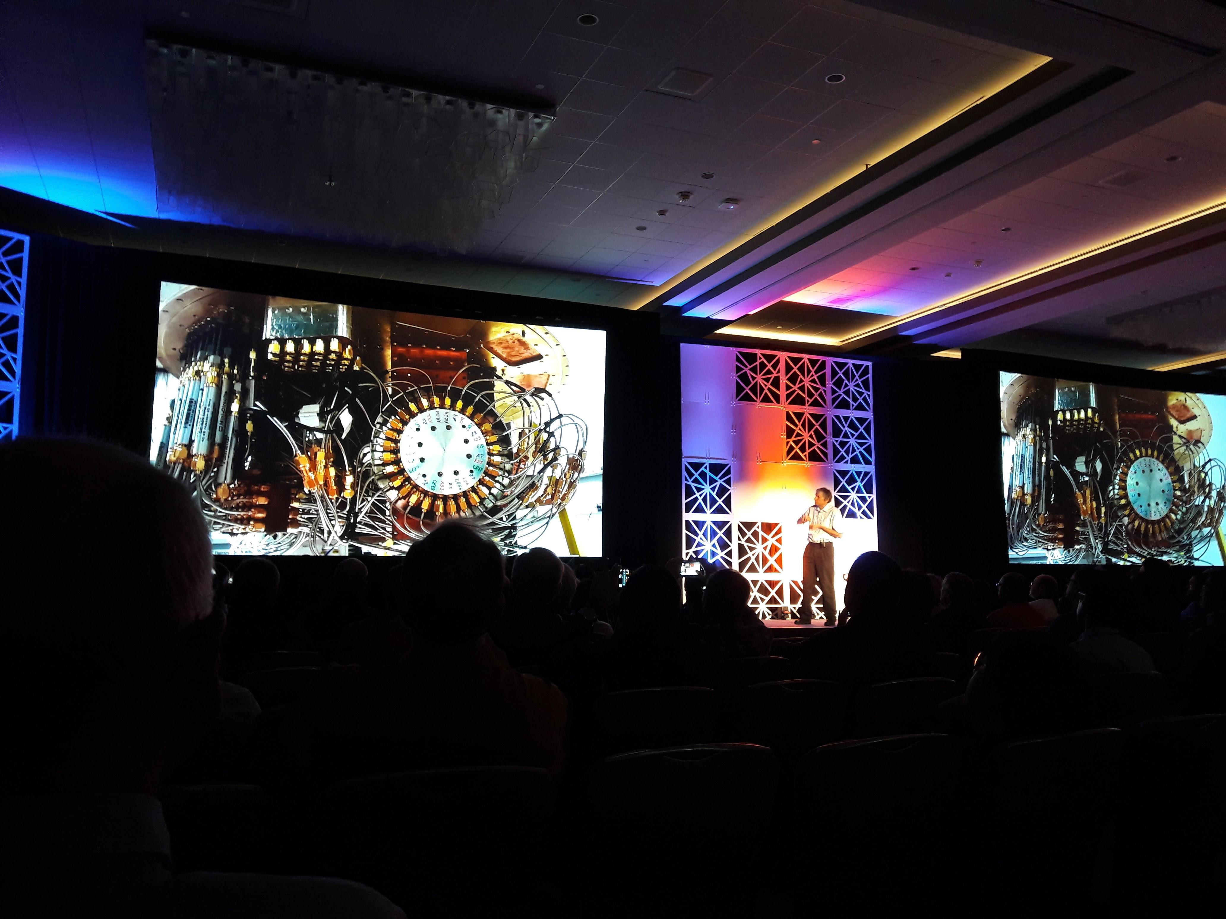 양자컴퓨터에 대한 소개 장면