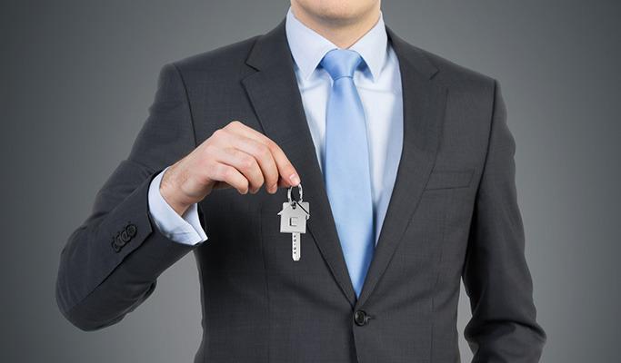 열쇠를 들고 있는 이미지