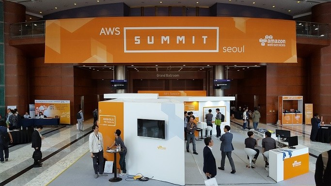AWS Summit 행사장 사진