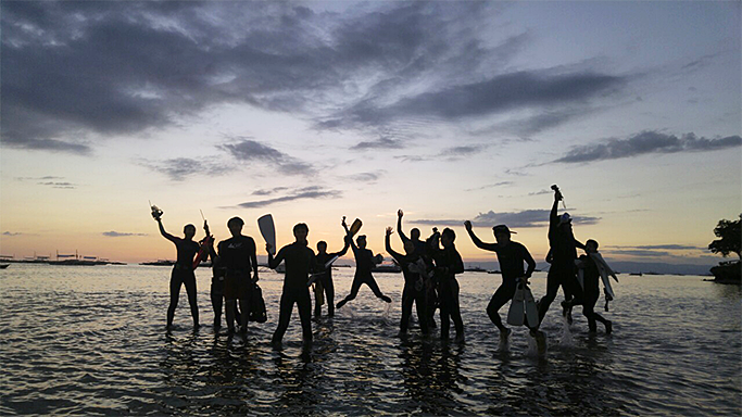 신비한 바다를 경험할 수 있는 또 하나의 방법: 나이트 다이빙