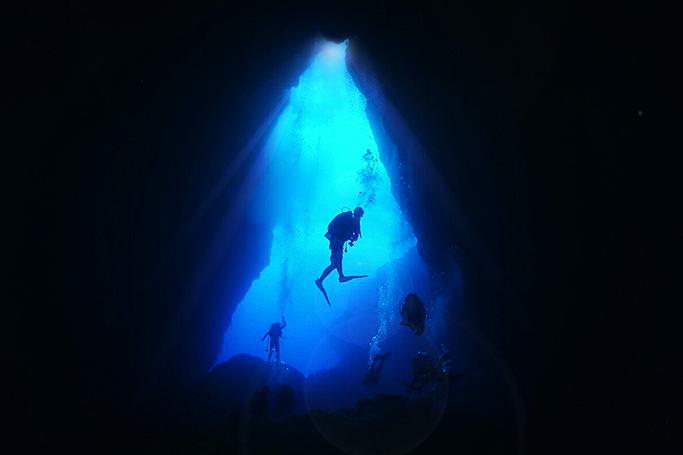 공기통 메고 100계단을 내려가야 닿을 수 있는 사이판의 그로토(Grotto) 동굴