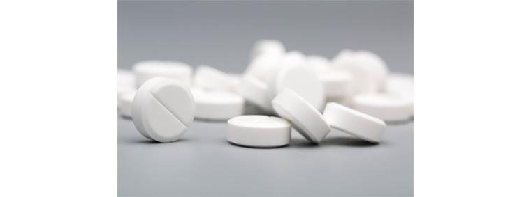 제약회사에서 신제품 개발 시 빅데이터 활용: 제약회사에서 신약개발 시 투자비를 절약하기 위해 빅데이터 기술을 활용하고 있다.