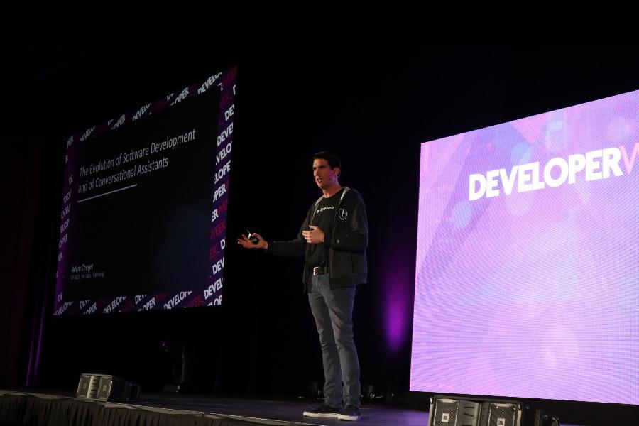 Featured Speaker 세션에서는 삼성전자 Viv Lab의 Adam Cheyer의 강연