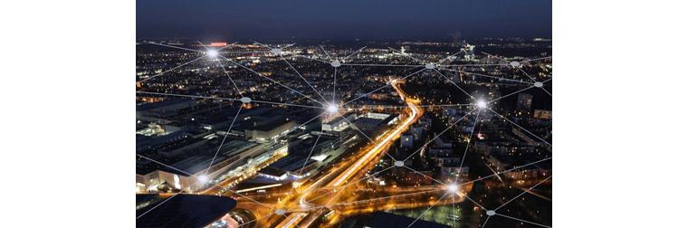 도로의 경로뿐 아니라 차선, 신호등, 장애물, 각종 설치물 들을 정보화한 HD정밀지도는 자율주행시대의 필수적인 인프라입니다.