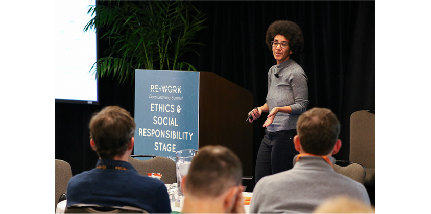 Understanding the Limitations of AI 라는 주제로 발표하는 구글 Ethical AI팀의 Timnit Gebru