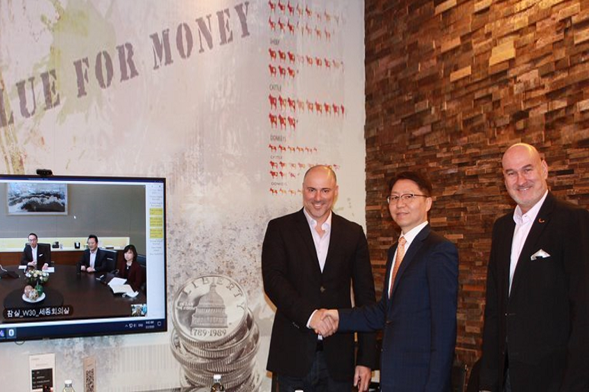 MOU Signing Ceremony took place through a video conference at Credorax HQ in Herzliya, Israel. From left: Dr. WP Hong (President and CEO of Samsung SDS), Seam Im (EVP of Samsung SDS), Jeanie Hong (SVP of Samsung SDS), Moshe Selfin (CTO & COO of Credorax), Jongcheel Im (President of SDSE), Igal Rotem (CEO of Credorax)