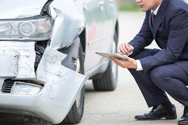 자동차 사고 유사 사례 이미지 검색으로 가상견적 자동차 사고 보험 처리 시, 사고 이미지 검색을 통해 유사 사고 사례 검색 후 적정 보험금을 지급하여, 보험 처리 시간을 단축하고 보험금 책정의 적정 범위 고려에 도움을 줄 수 있습니다.