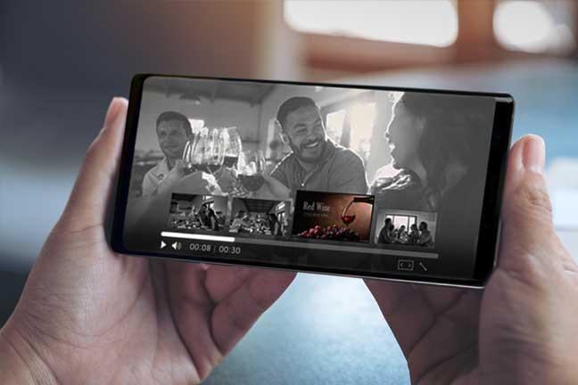 영상 컨텐츠 내 중간 광고 편성 시점 제공 영상에 등장하는 사물 및 인물정보를 바탕으로 특정 장면이 담고 있는 상황을 분석하여, 장면 전환 시점에 연관 상품에 대한 타겟팅 광고를 편성합니다. 이를 통해 중간 광고 노출에 대한 시청자의 거부감을 감소시켜 광고 수용도가 증가하고, 실제 광고 노출 시간도 증가합니다.