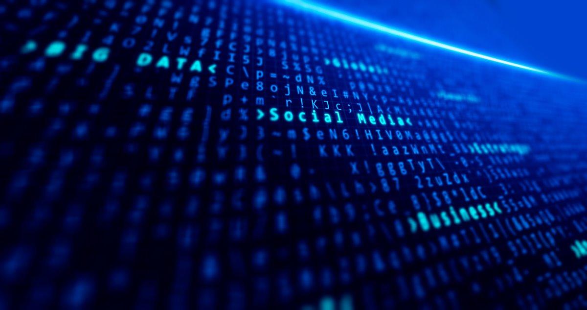 많은 데이터들이 화면에 가득 채워져 있고, BIG DATA, Social Media 단어가 밝은 색으로 빛나고 있다.