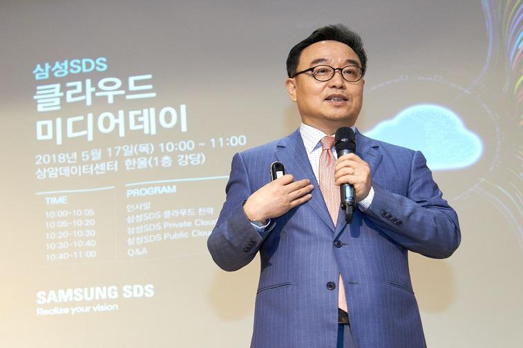 삼성SDS 클라우드 사업부장 김호 전무가  클라우드 전략에 대해 발표하고 있다