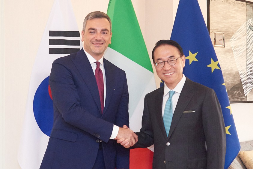 (왼쪽부터) 파브리지오 쿠르치(Fabrizio Curci) 피에라 밀라노 대표이사, 홍원표 삼성SDS 대표이사 사장