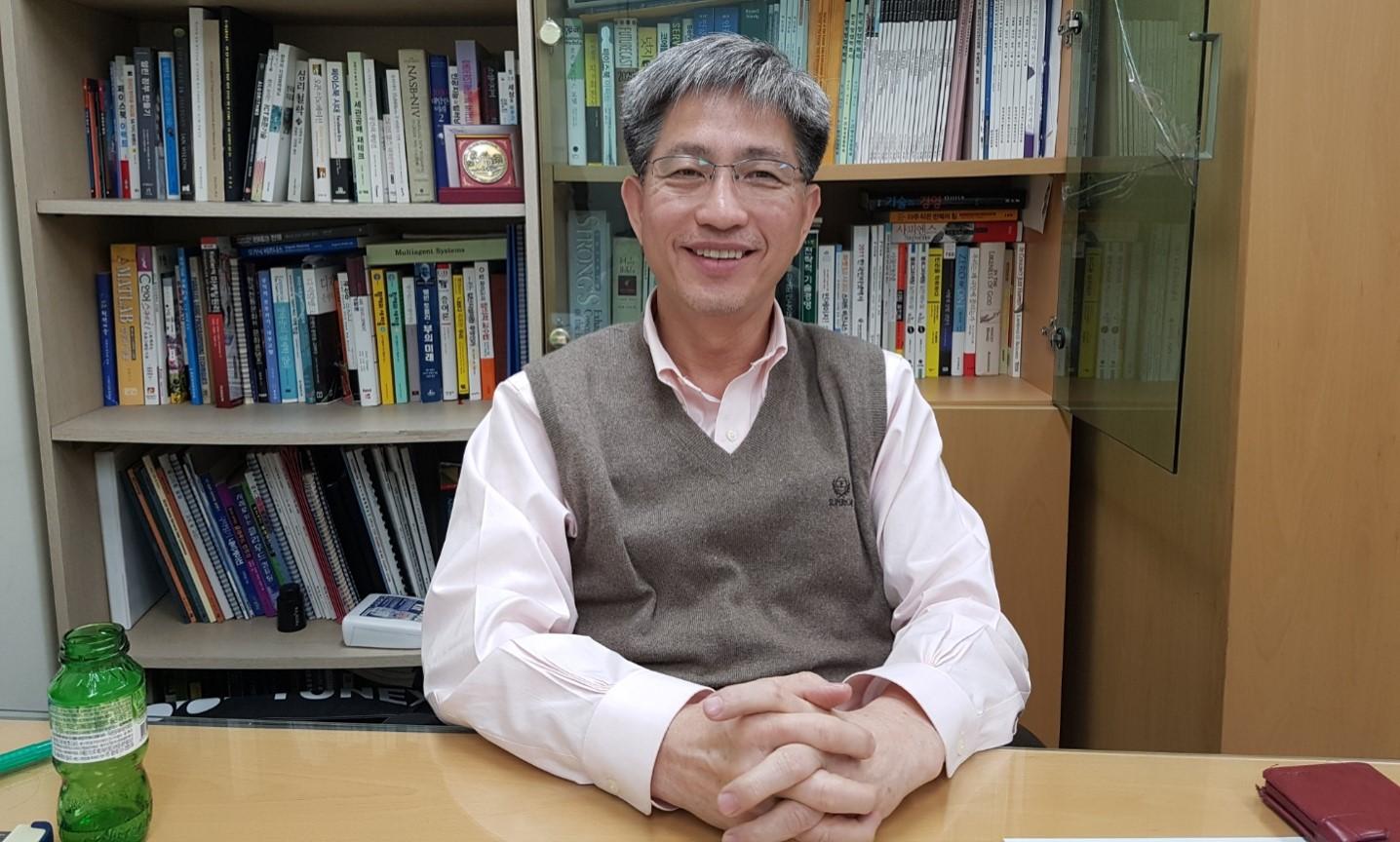 블록체인 커뮤니티그룹 의장 건국대학교 이영환 교수