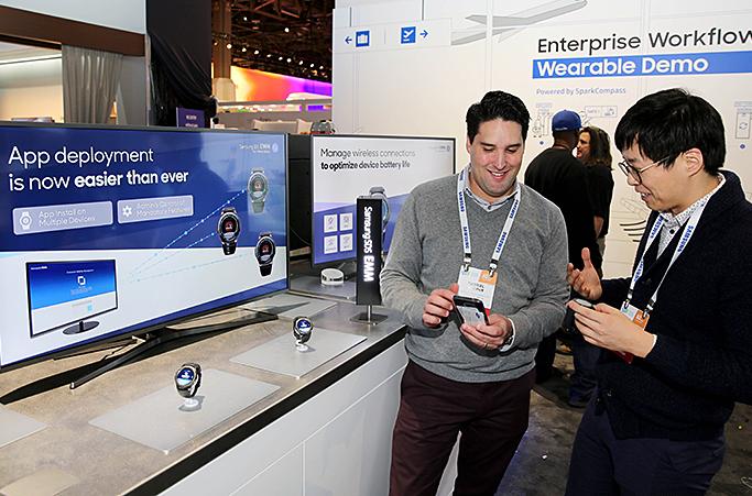 올 1월 개최된 CES 2017에서 타이젠 기반 스마트워치용 모바일 통합보안솔루션을 세계최초 공개한 삼성SDS