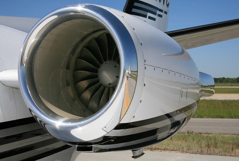 제품과 서비스를 결합한 상품 예시 (Jet 엔진 이미지)