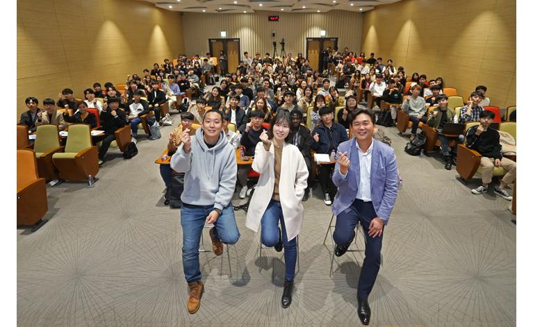 삼성SDS  IT 개발자 멘토링 강연자들 (왼쪽부터 서치스 성기연 이사, 삼성SDS 신주경/최기원 프로)