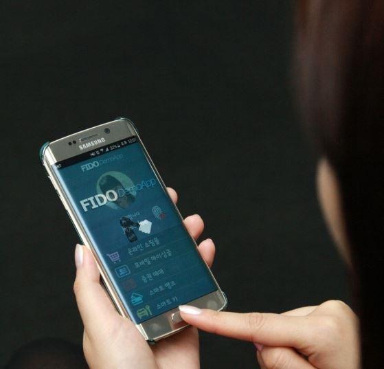 Playing Nexsign demo using Samsung Phone.